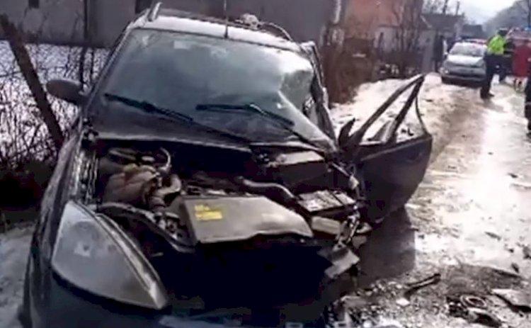 Patru persoane, implicate într-un accident rutier produs la Rebra. O victimă, încarcerată