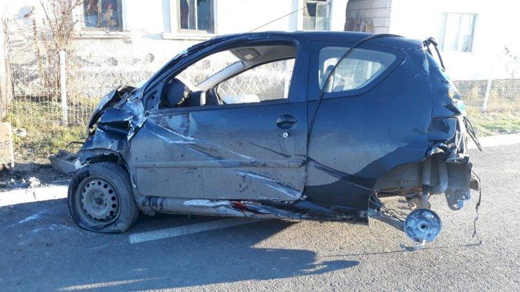 O mașină s-a oprit într-un cap de pod! O persoană, încarcerată !!  Budacu de jos