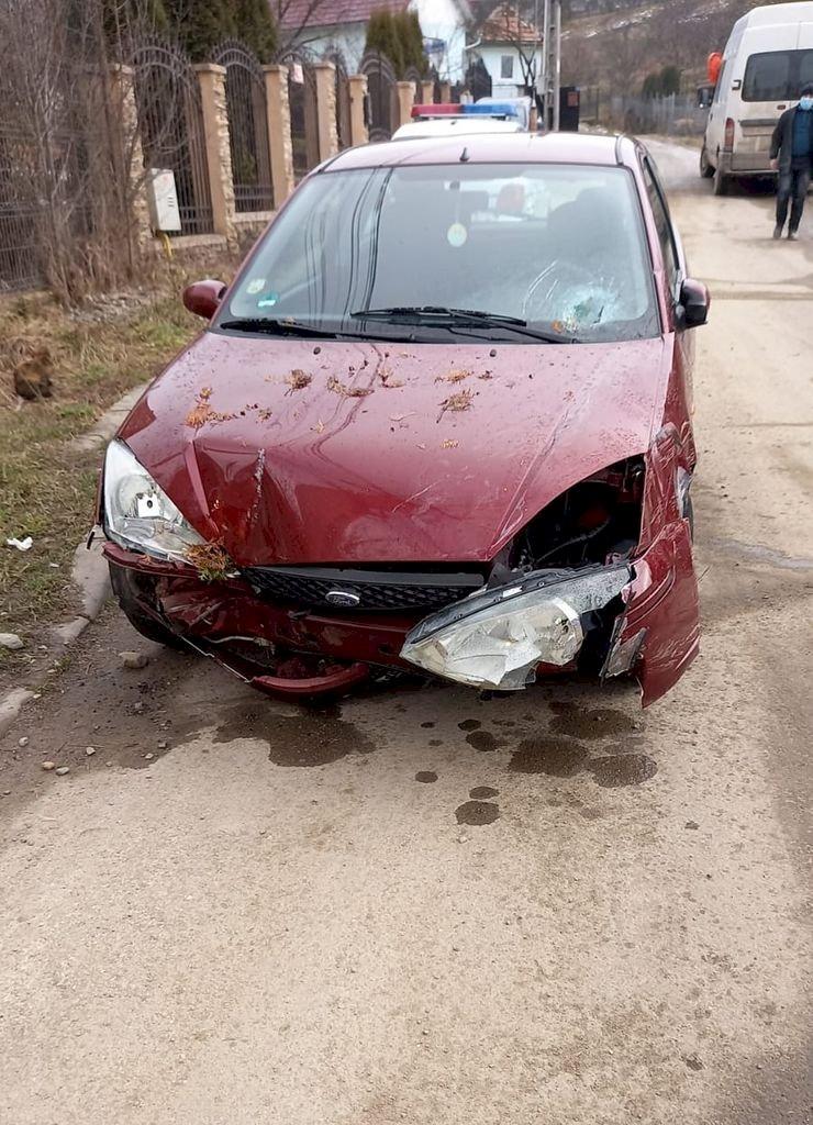 Accident pe Valea Budacului. O mașină a avariat o țeavă de gaz