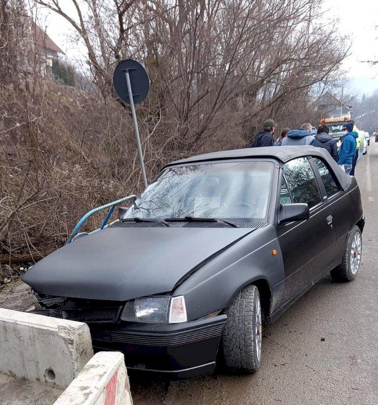 Încă un accident la Podul Jelnei unde drumul e rupt și prost semnalizat
