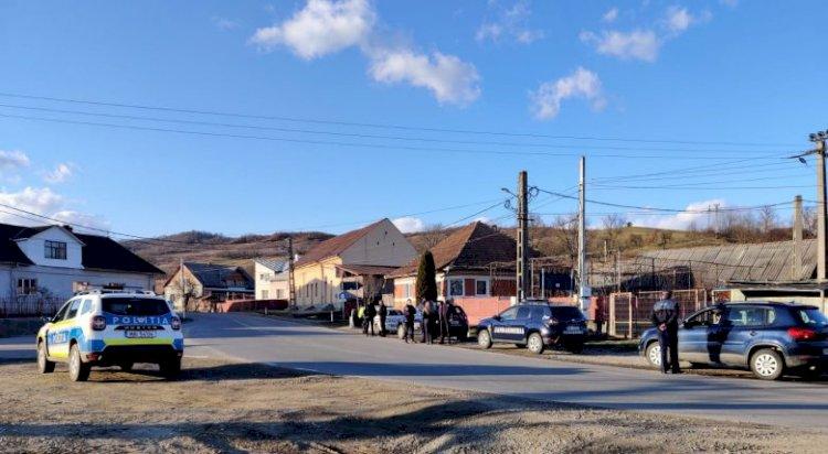 Reuniune ilegală organizată la Jelna, oprită de poliţişti; șase persoane – sancționate